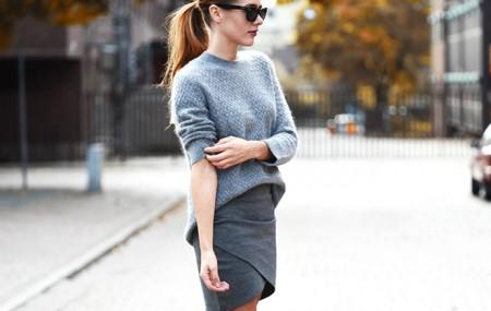 Винаги модерното плетиво С настъпването на есента и предстоящата зима не ни остава нищо друго, освен да се сгушим в топло, удобно и модерно плетиво. Сред модерните цветове този сезон се открояват екрю, кафяво, бежово. зелено, марсала и естествено не остаряващоточерно. Освен винаги модерните шапки, шалове и ръкавици, се открояват обемните дълги жилетки коитосе превърнахав […]
