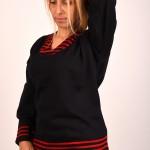 блуза в черен цвят и раирана яка