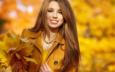 Есенна мода И този сезон спокойно можете да заложите на меко и топло плетиво, в нежни цветове, съобразени с вашия външен вид. Ние от Pletivo BG, с радост можем да ви уведомим, че сме готови с новите ни цветове, къде присъстват така любимите на много дизайнери този сезон, сиво, тъмно синьо и тъмно зелено. Съвсем […]